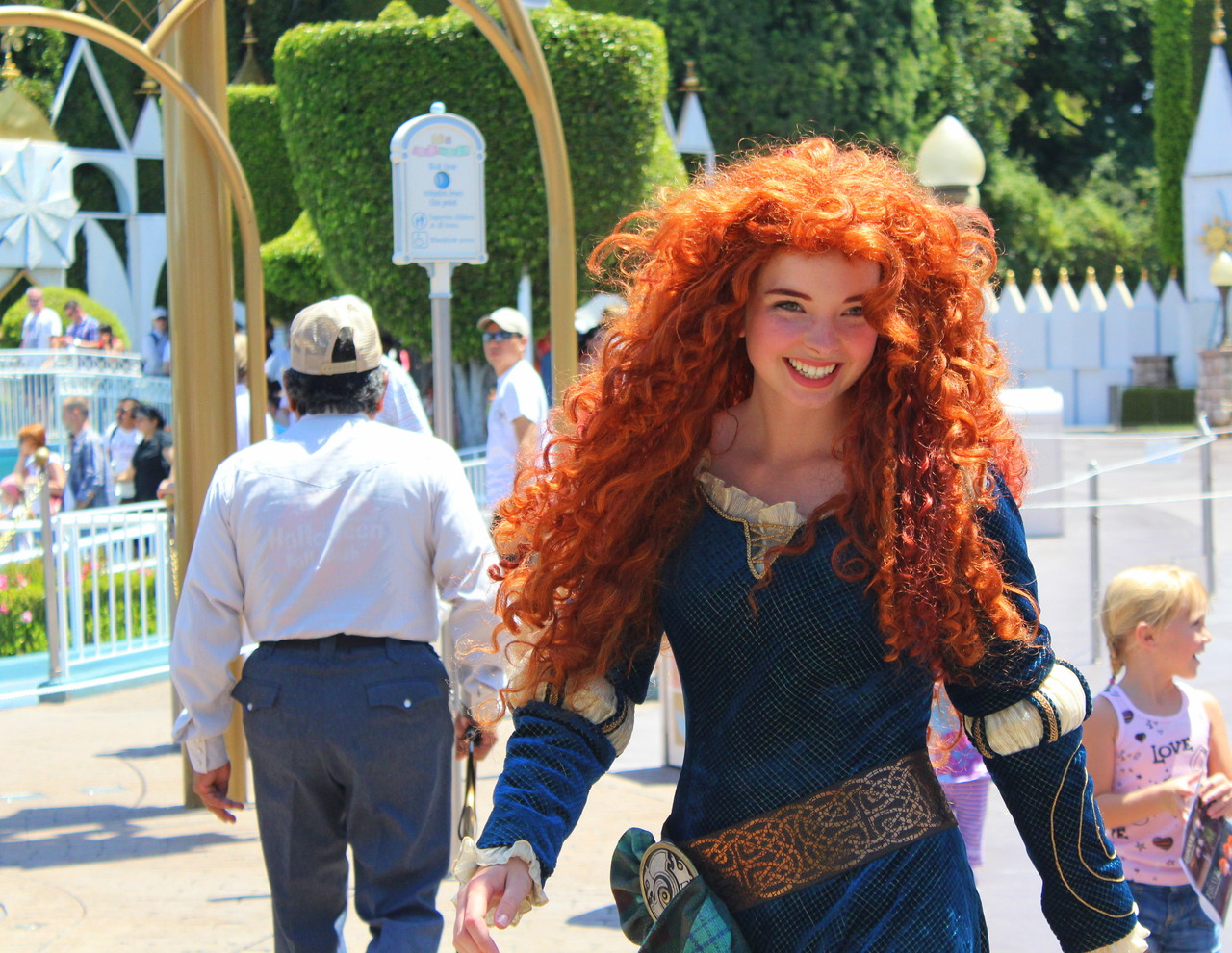 brave-disney-cosplay-curly-hair-spiffy-board
