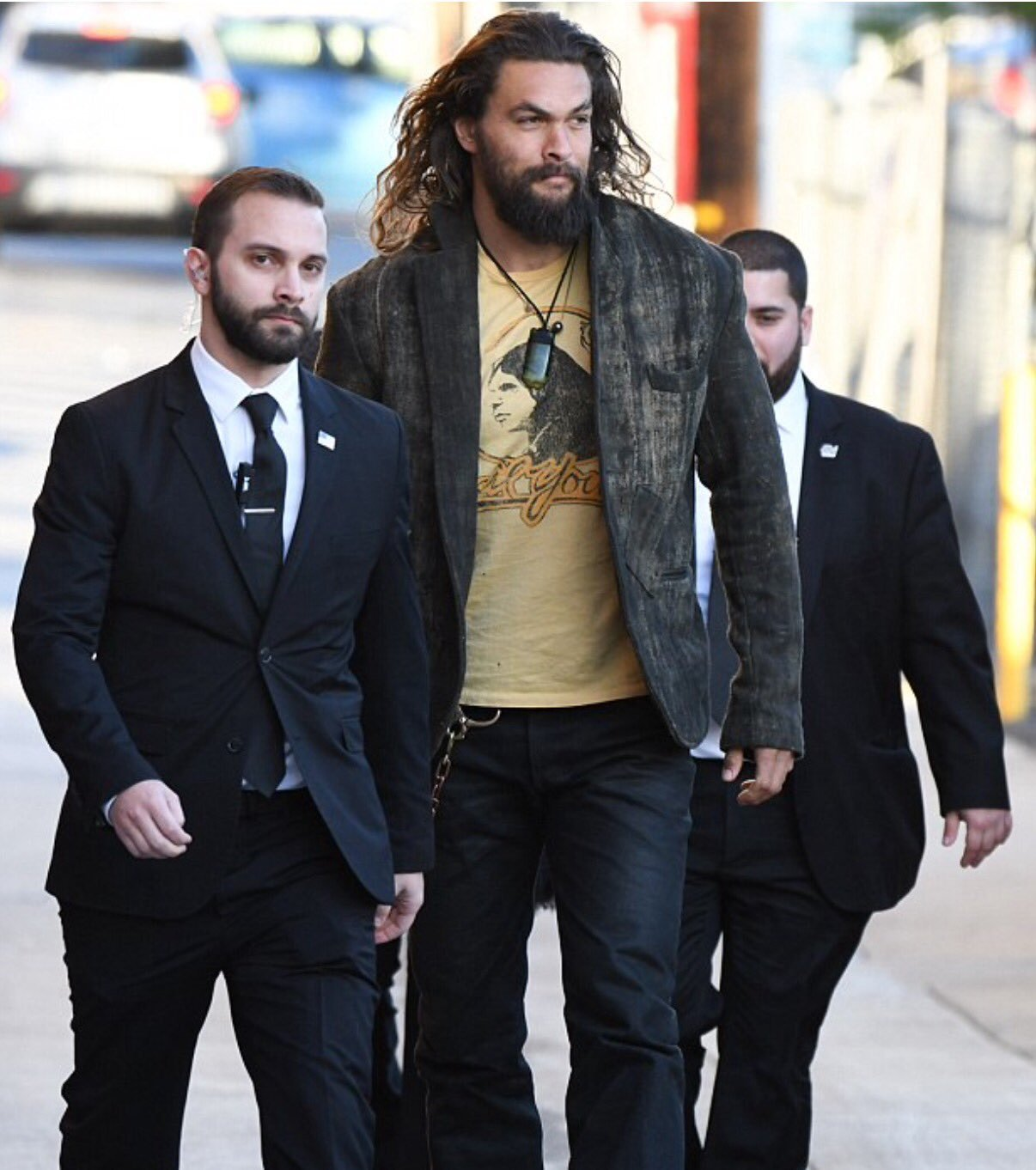 jason-momoa-with bodyguards