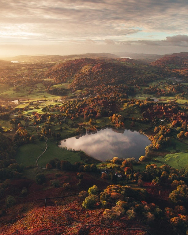 Loughrigg Fell at sunrise - golden_an - bit.ly:2iDpFBC