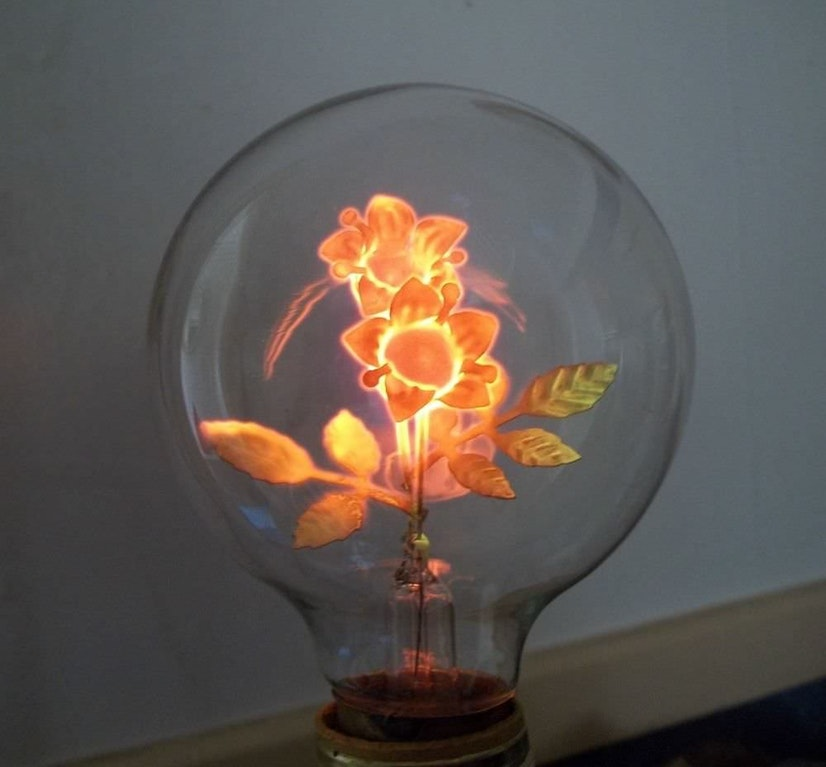 The filament of this antique light bulb is shaped like flowers - Proteon - http://bit.ly/2ntnfHS