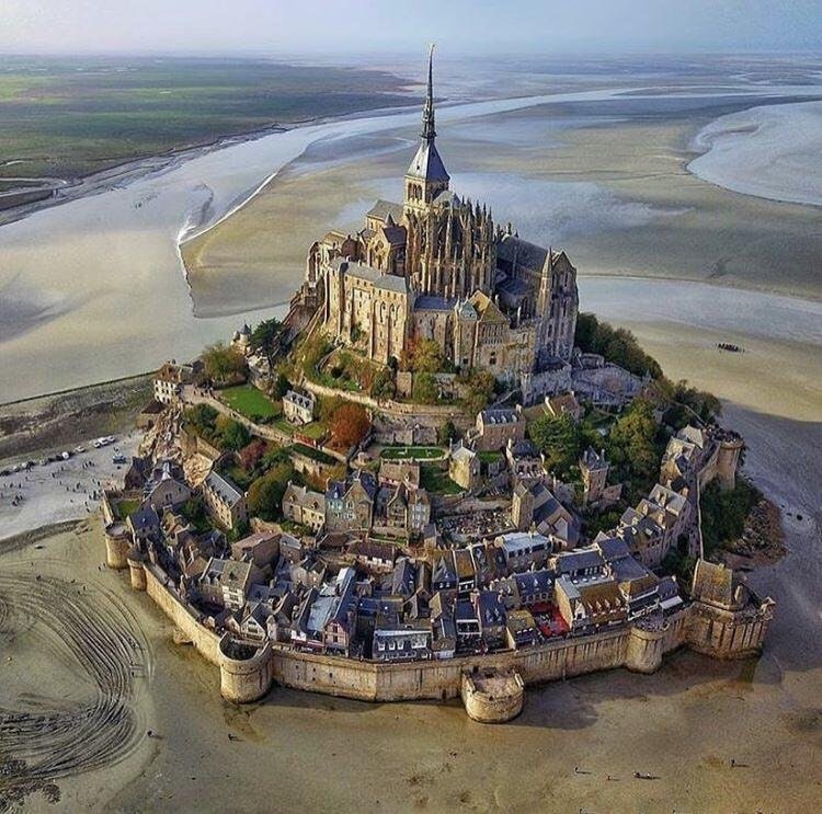 Mount Saint-Michel during low tide - Higher_Primate01 - Garrit Wes Anderson - http://bit.ly/2CSDzZM