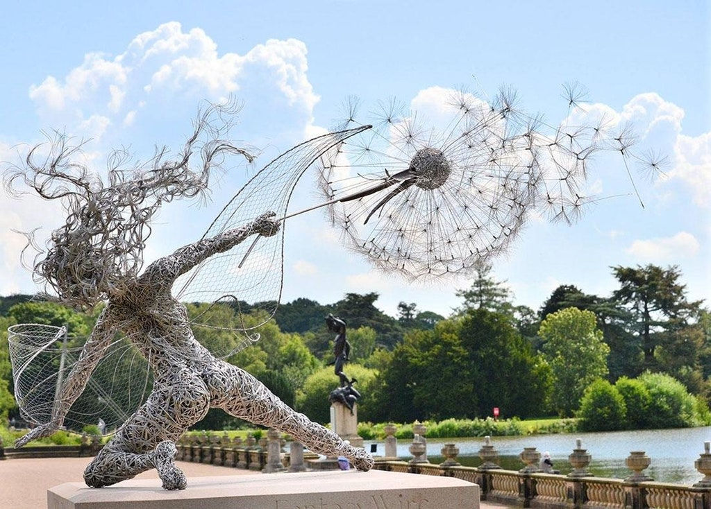 Wind-Blown Fairy Clutching Dandelions, Sculptor Robin Wight, Wire, Circa 2014 - Reporter_at_large - http://bit.ly/2EtCk0g