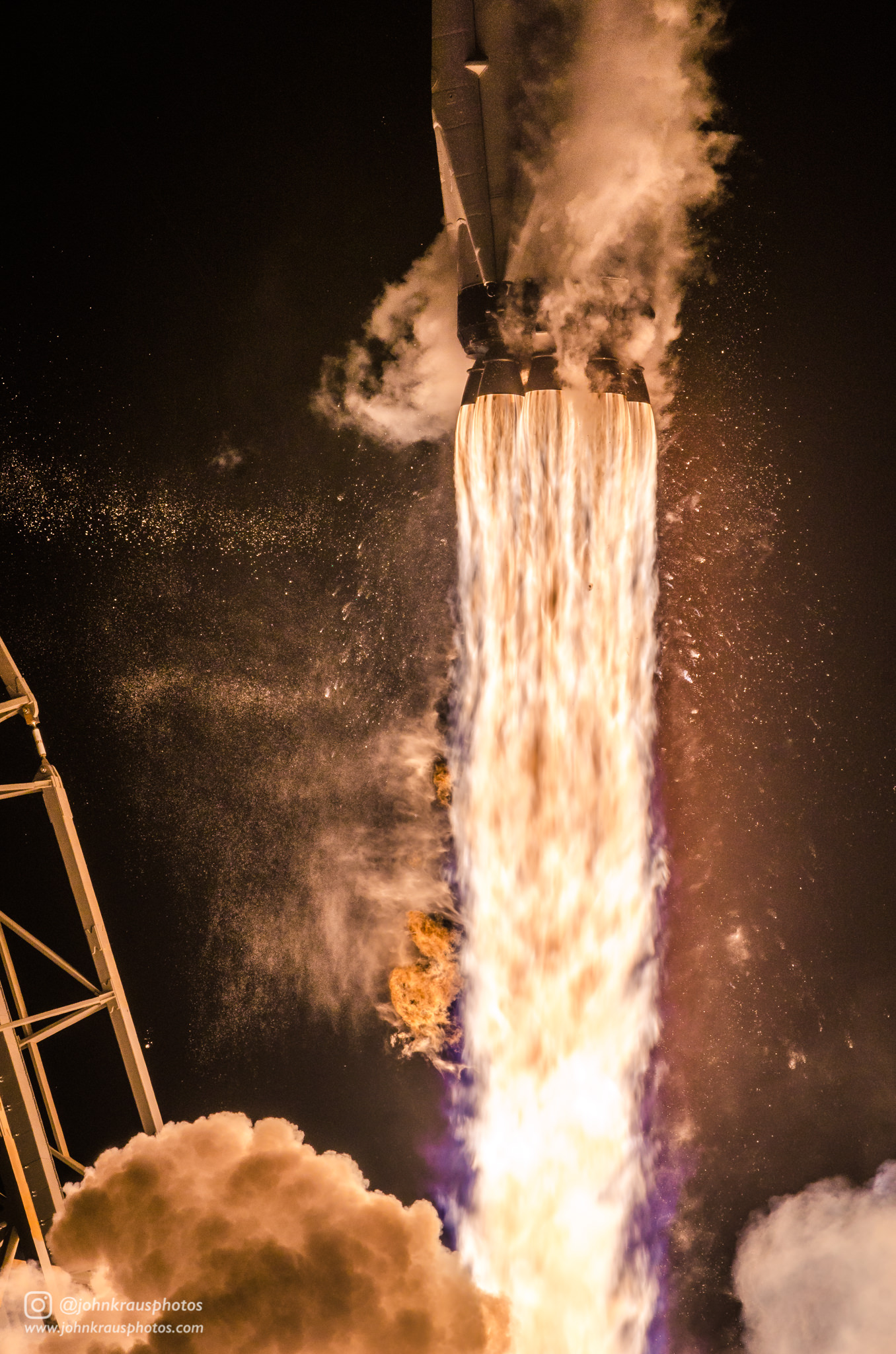 Closeup photograph I shot of Falcon 9's Merlin 1D engines during its 50th flight last week - johnkphotos - bit.ly2p5riZn