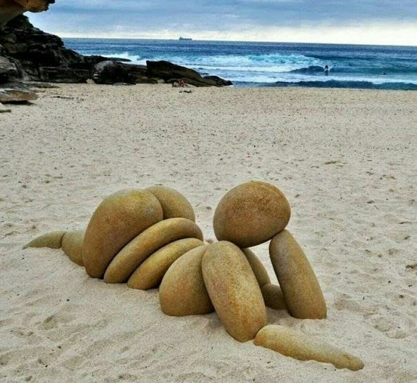 Beach art - molotov_cock - bit.ly2KZJrB1