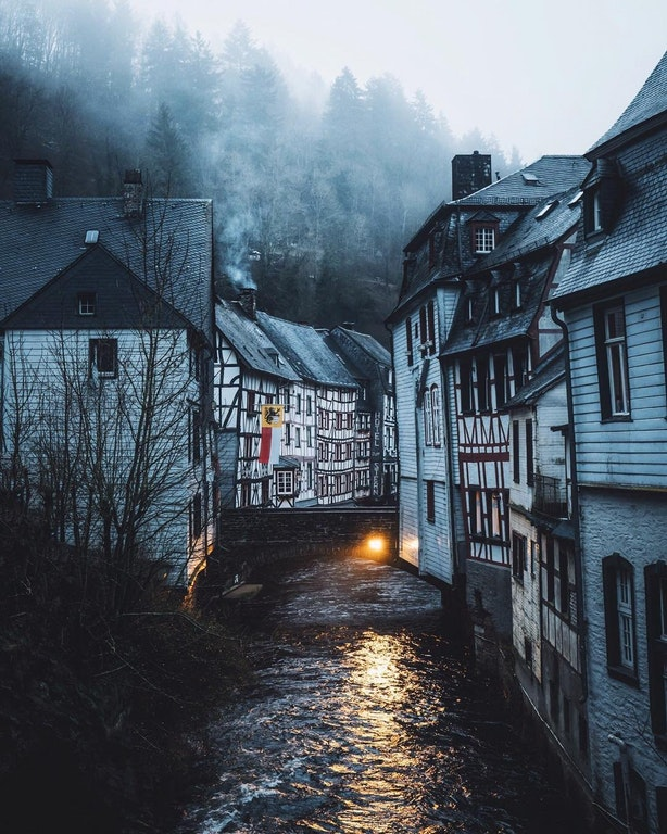Early morning in Monschau, Germany - golden_an - bit.ly2rqoSFR