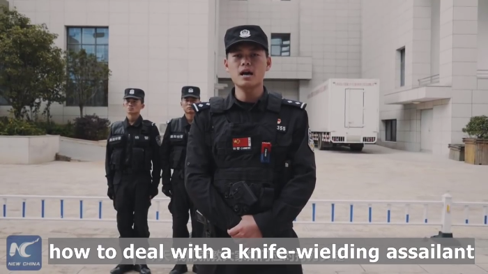 Video: Chinese Policeman's tips to surviving a knife attack