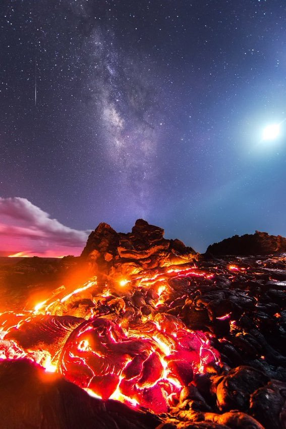 Lava of The Kelawia volcano, the moon, a falling meteorite and the Milky Way are all in one image taken by the photographer - SonySh99 - bit.ly2l1HF6x