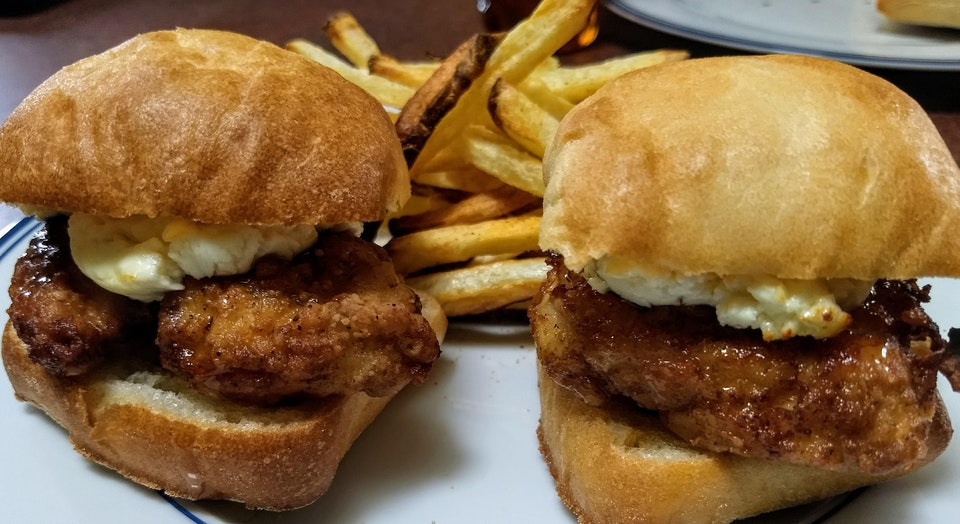 Fried chicken sliders with goat cheese and honey - cmcdonal2001 - bit.ly2NIVLGQ