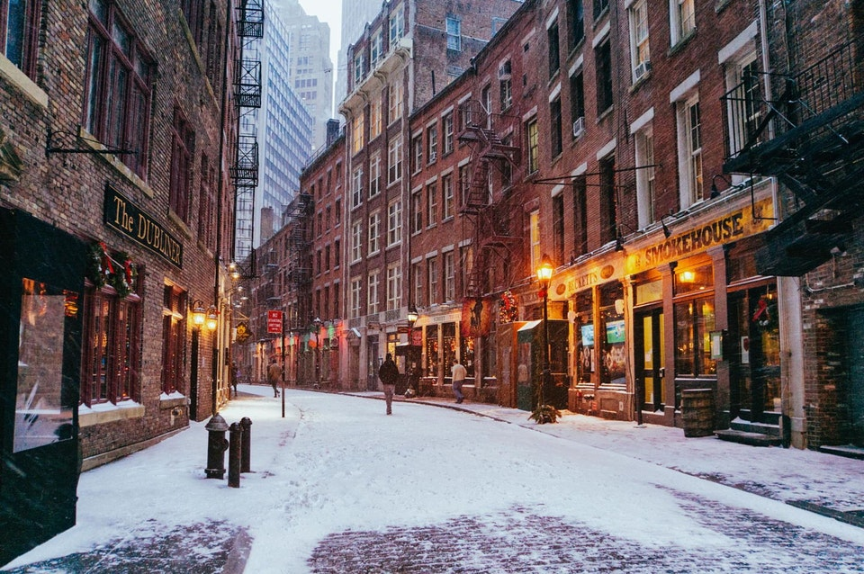 Stone Street, NYC - golden_an - bit.ly2MLSn1e